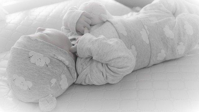 Tips membungkus (bedong) bayi