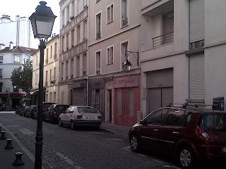 Buttes-aux-Cailles  rue du village, boutiques colorées.