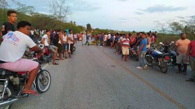 Mueren dos jóvenes en Neyba mientras echaban carreras clandestinas de motocicletas