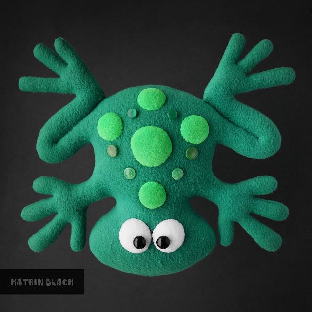 Мягкая игрушка ручной работы на заказ - лягушка из флиса.