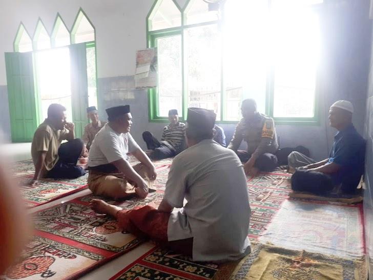 Bhabinkasmtibmas Desa  Lempangan Gowa Bincang Kamtibmas Bersama Warga