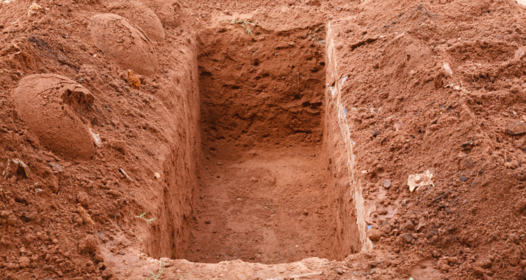 'Sem coveiro no cemitério de Ibitira, família é obrigada a pagar em torno de R$150 a R$200 para sepultar seus entes queridos', denuncia morador