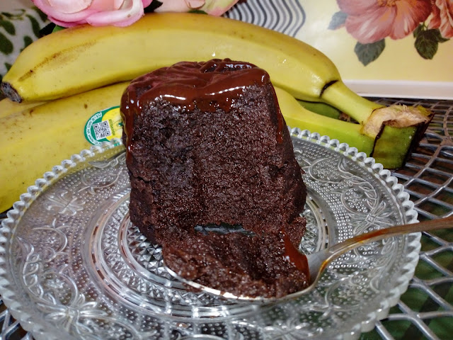 bananowa babeczka z kubeczka ciasto z mikrofali ciasto z kubka szybkie ciasto blyskawiczne ciasto bananowe z bananow ciasto z bananami fit ciasto ciasto bez cukru i maki ciasto z trzech skladnikow z kuchenki mikrofalowej