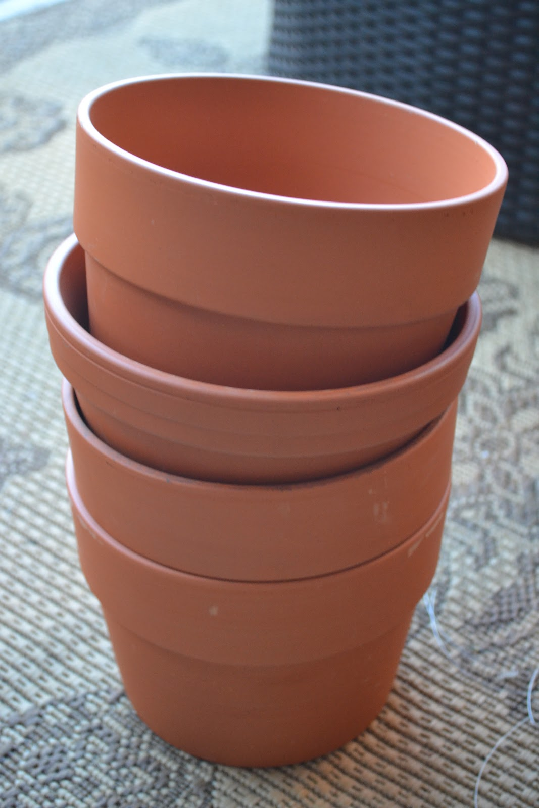 Live Well. Live Pure.: Dull Clay Flower Pot Makeover