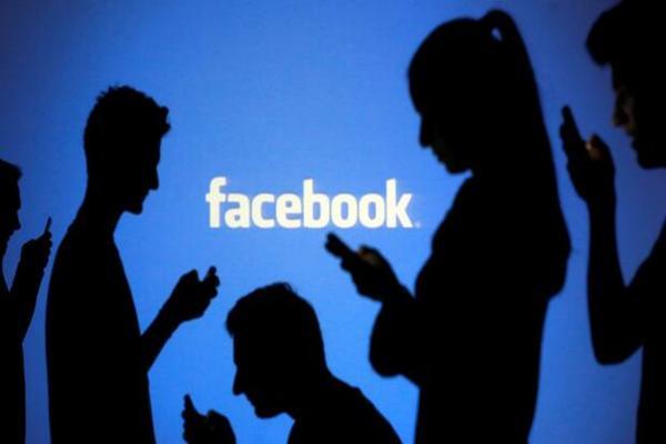 """الكشف عن """"مشروع"""" هاتف خاص بفيسبوك خاص فقط بمستخدمي اليد اليمنى"""