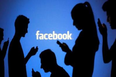 هل تدخل فيسبوك سوق صناعة الهواتف الذكية؟