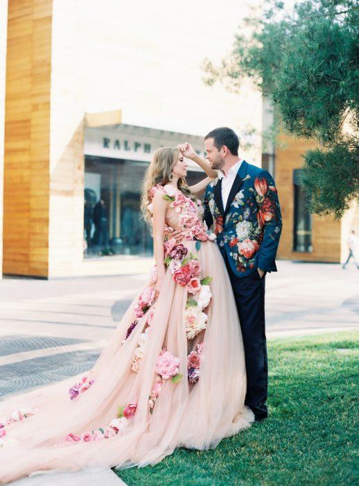 vestido de novia rosado floreado