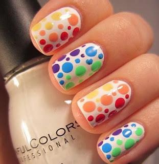 Decoración de uñas multicolor
