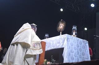 Momento de Adoração ao Santíssimo Sacramento durante o Kairós 2019.