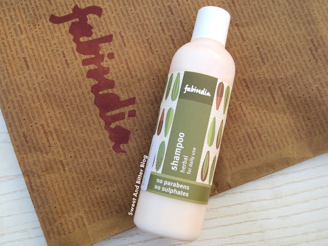 Fabindia Herbal Shampoo for Daily Use || No Parabens, No Sulphates || Review