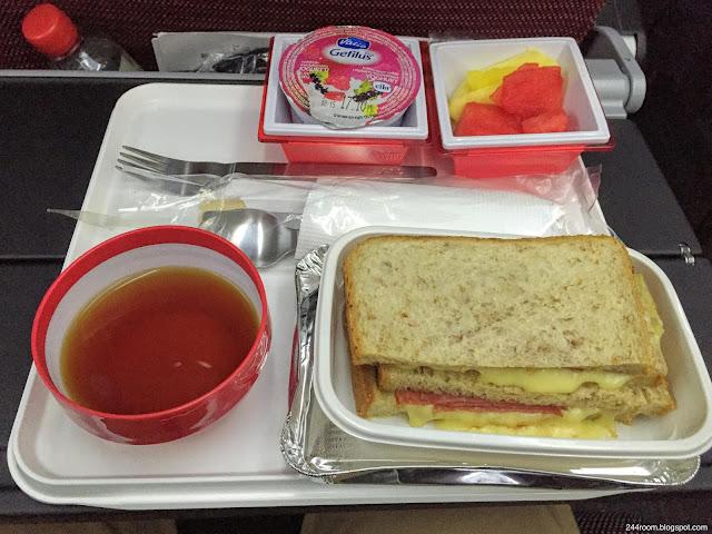 """jal-787-jl414 エコノミークラス機内食""""ハムチーズサンド"""""""