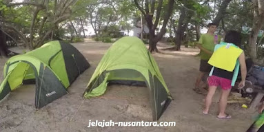 aktivitas camping semak daun