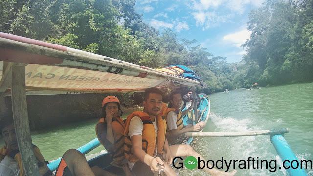 body rafting green canyon pangandaran jawa barat