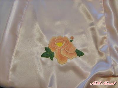 Herbaciana róża wykonana haftem cieniowanym / Tearose shaded made embroidery