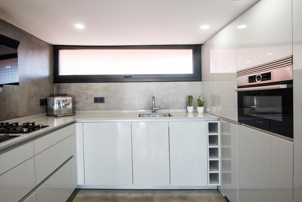 Un diseño sin muebles colgantes y cómo suplir ese espacio ...