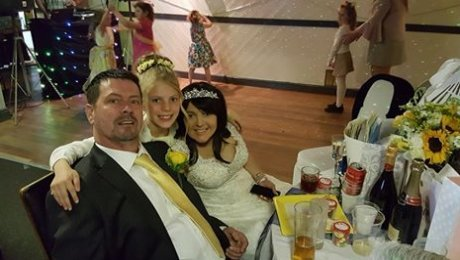 Влюблённые, которым осталось жить несколько недель, сыграли свадьбу своей мечты