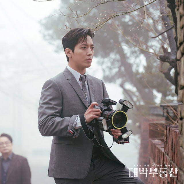Jung Yong Hwa sebagai Oh In-Bum dalam drama Daebal Real Estate/ Sell Your Haunted House