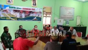 Tuntut Pertanggungjawaban Kuwu Jagapura Kidul Warga Desa Geruduk Kantor Kecamatanl