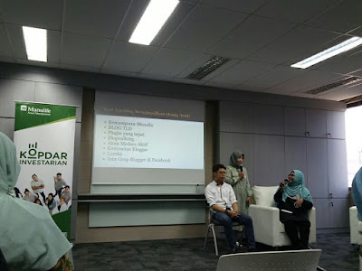 Para master blogger sedang berbagi ilmu. (ki-ka):Handiko, Isul, Ika Puspita
