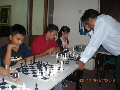 GiLoCatur in A Chess Simul Ten Years Ago