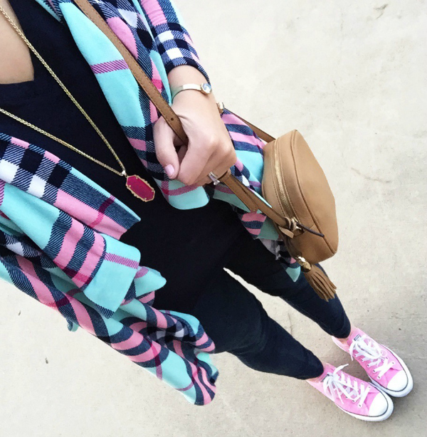 plaid cardigan, kendra scott necklace, pink converse