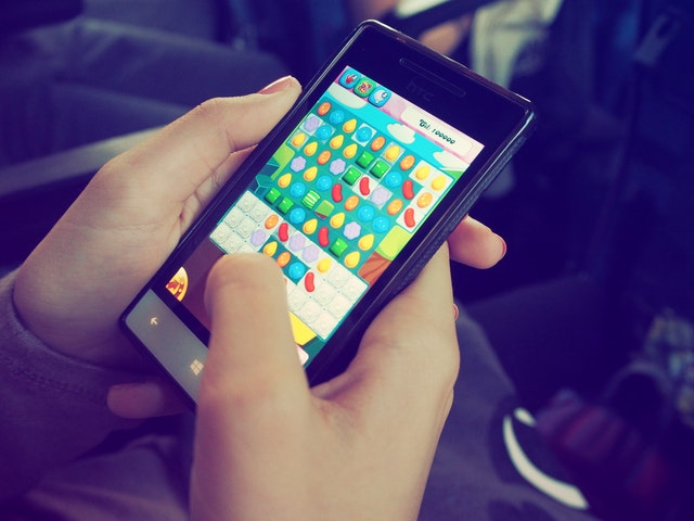 Mobile games to play with friends