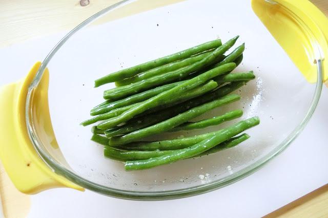 【マリネ液】にゆでたいんげんを入れ、菜箸などで和え、ふた(もしくはラップ)をして冷蔵庫で3分程度冷やしたら完成です。