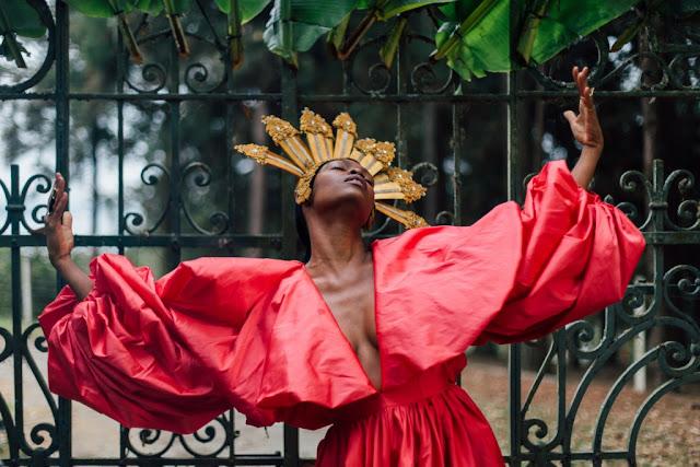 """Xenia França lança videoclipe de """"Pra que me chamas?"""", música que fala sobre apropriação cultural"""