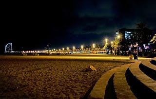 La bellissima spiaggia di Barceloneta, uno scatto notturno a Bercellona