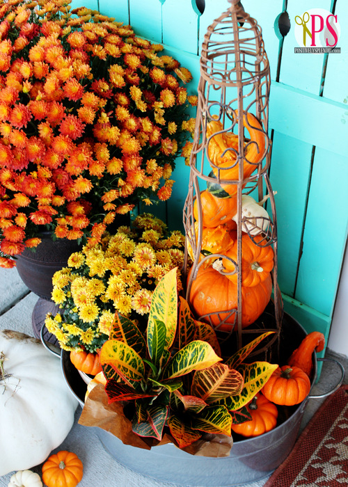 IAutumn In A Trellis | Outdoor Fall Decorating Ideas To Kick Off The Holiday Season