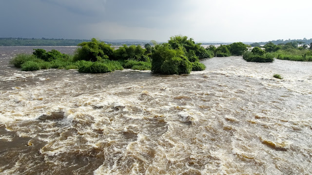 Heavy streams of dirty hit the Congo River