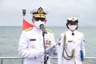 Danlantamal VIII Pimpin Upacara Peringatan Hari Dharma Samudera Di Teluk Manado