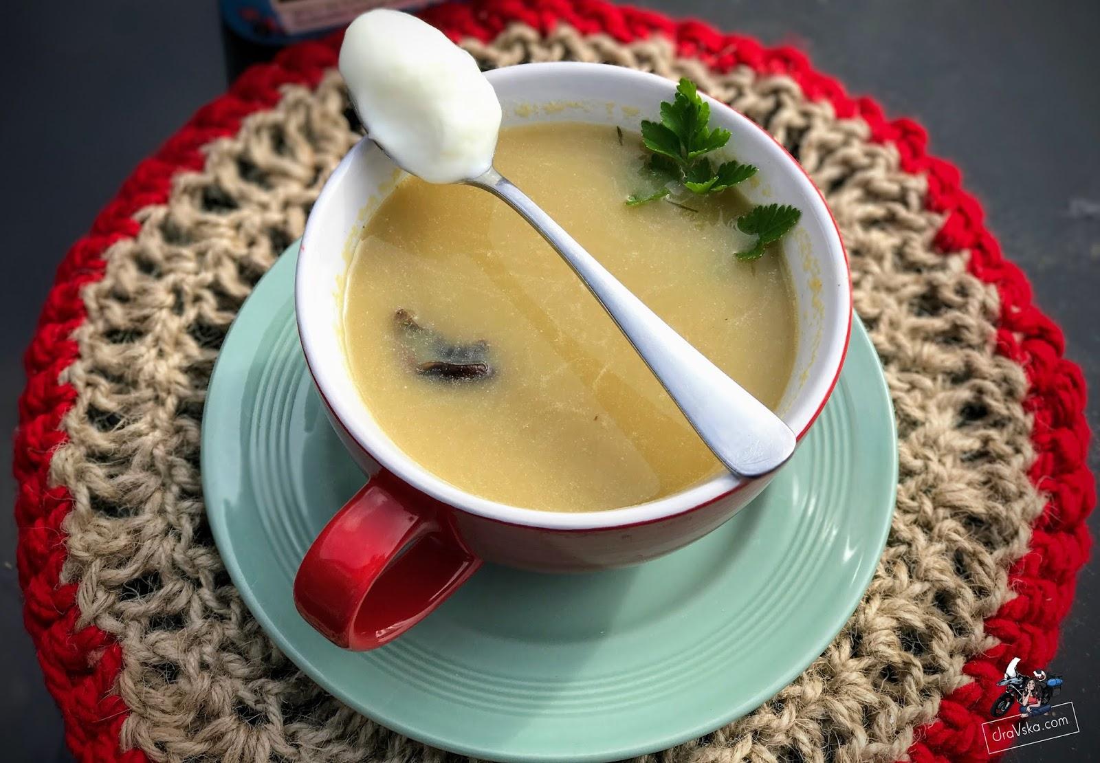 Najlepsza zupa szczawiowa ze świeżego szczawiu - przepis Babci