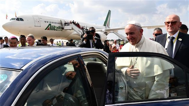 Pope Francis visits Myanmar amid ethnic cleansing of Rohingya Muslims