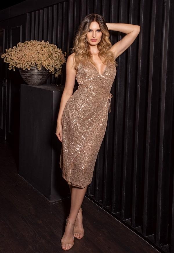 vestido de festa midi  dourado de micro paetes