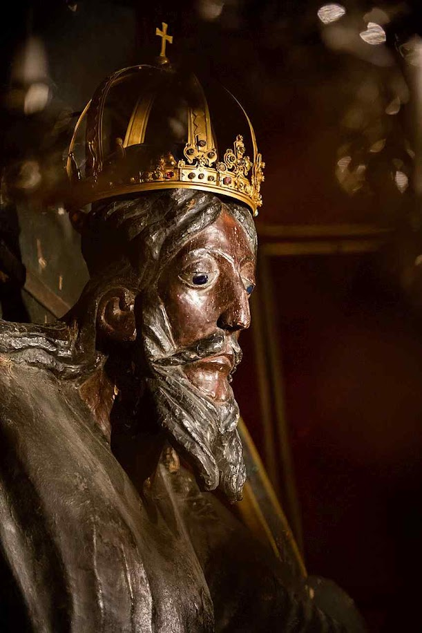 Volto Santo de Lucca é a mais antiga representação em madeira da Crucificação