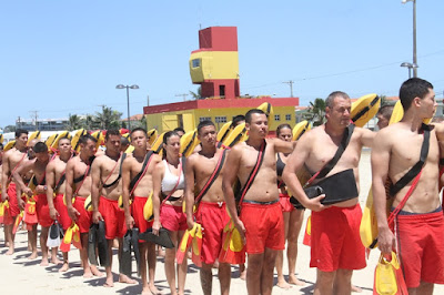 Guarda-vidas realizam treinamento para a segurança das praias no verão na Ilha Comprida