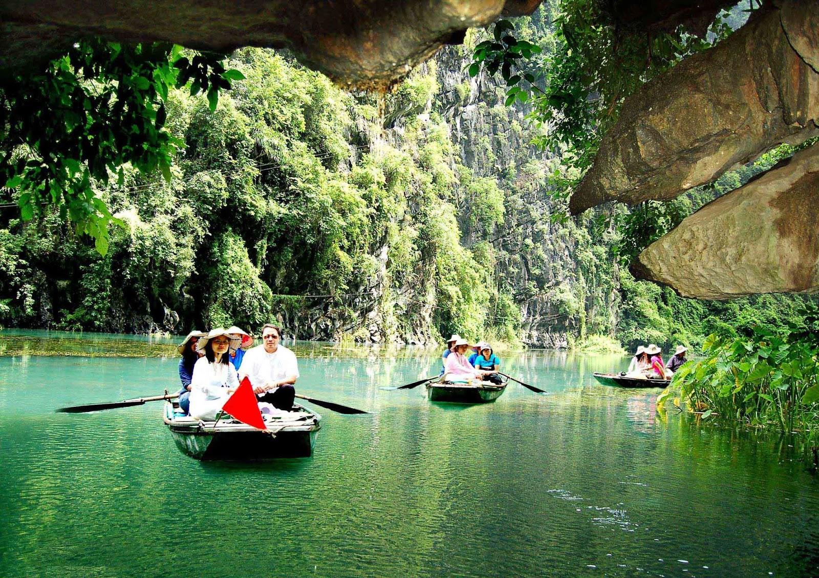 Du lịch Tràng An Ninh Bình: Kinh nghiệm phượt bụi Tràng An chi tiết nhất