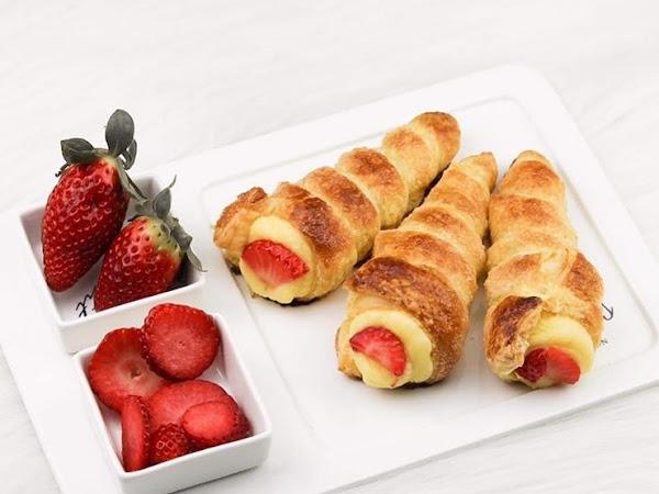 Roompudding Hoorntjes met aardbeien