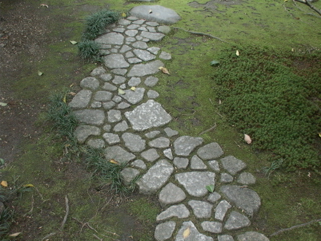 Robert ketchell 39 s blog paths to paradise - Camino de piedras para jardin ...