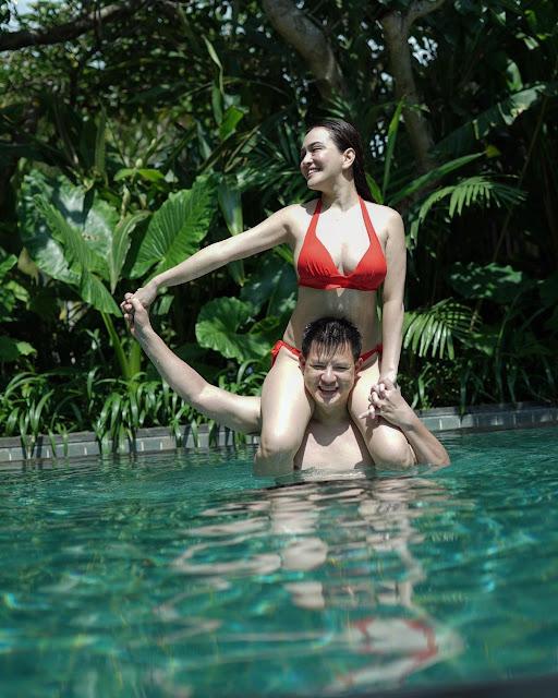 Shandy Aulia Pakai Bikini, Kini Sudah Menetap di Bali