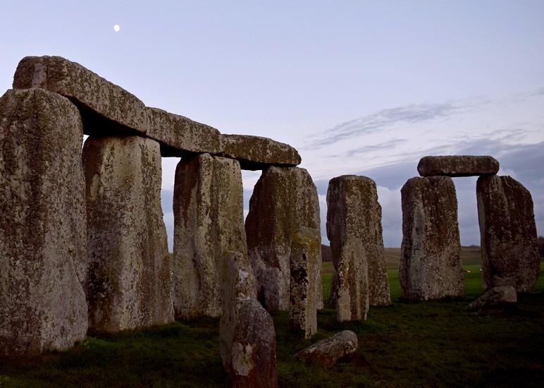 stonehenge inner circle tours