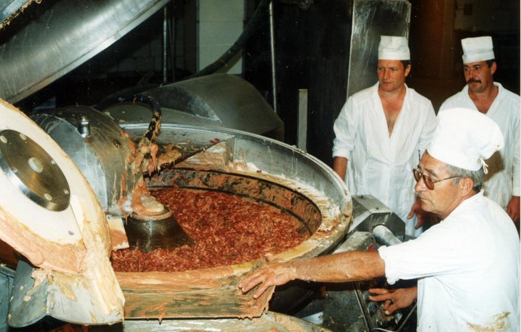 Колбасный цех. Середина 1990-х годов.