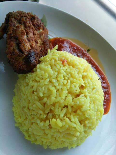 resepi nasi kuning bersama ayam berempah yang sedap dan simple
