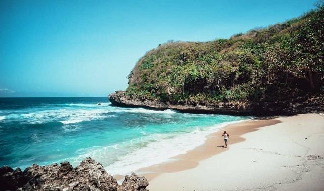Satu Pantai Tersembunyi di Malang, Pantai Ngledakan Ciut