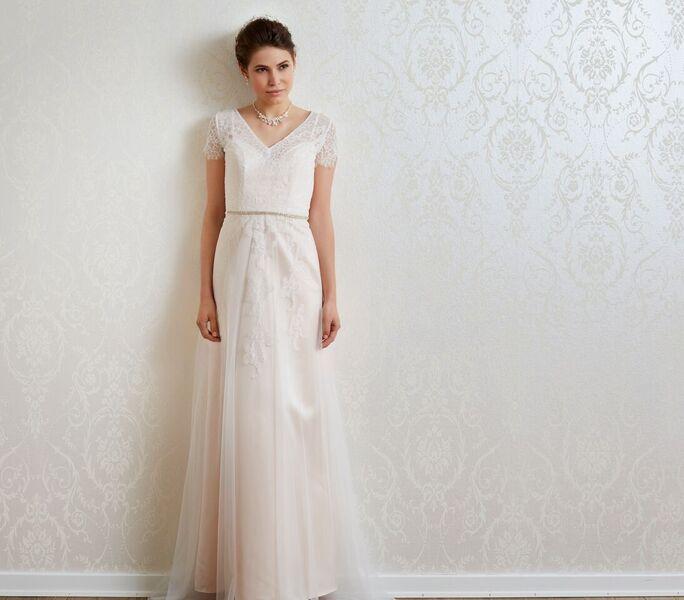 a5824839bb4b Ett av de vanligaste märkena för brudklänning här i Sverige är danska Lilly.  Här är några av deras klänningar från kommande kollektioner för 2017: