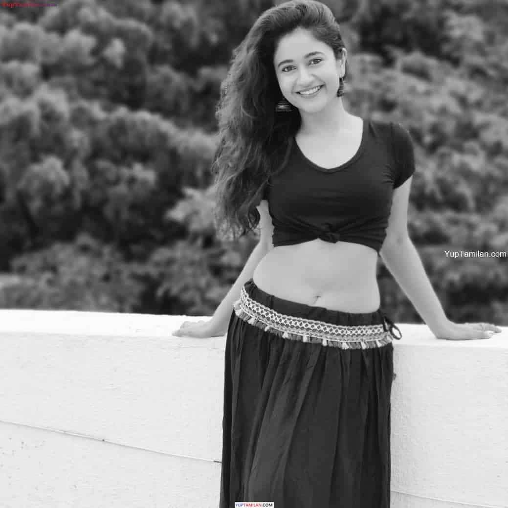 Poonam Bajwa Hot Navel Images-Sexy Photos