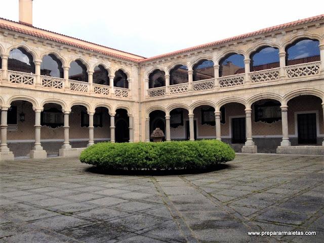 interior de la academia de artillería en Segovia