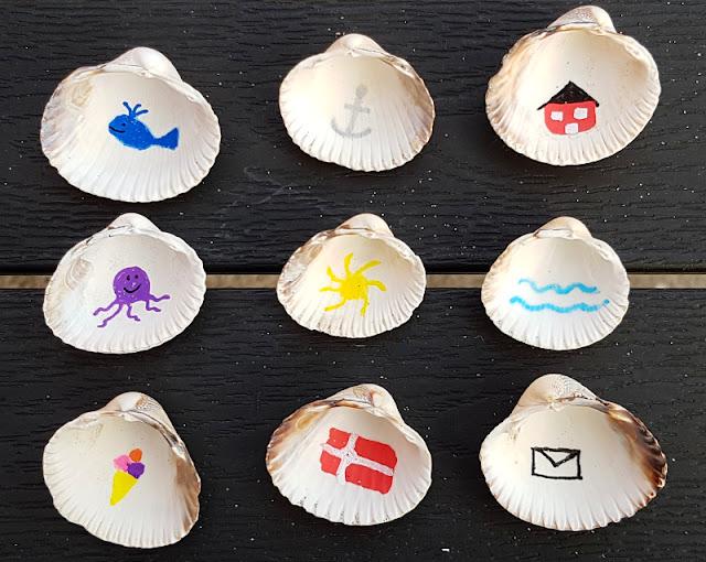 Muschel-Poesie: Mit Muscheln ein einfaches Spiel zum Geschichten-Erzählen basteln. Wir haben maritime Motive ausgewählt, die uns an unseren Dänemark-Urlaub erinnern.