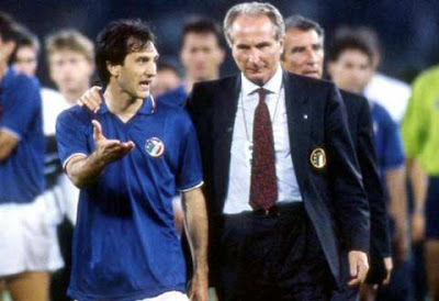 De Agostini insieme al CT Azeglio Vicini a Italia '90